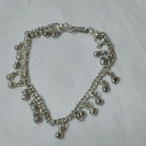 Silver colored belly dancers anklet